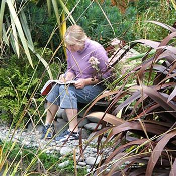 gardener-writing-flaxes